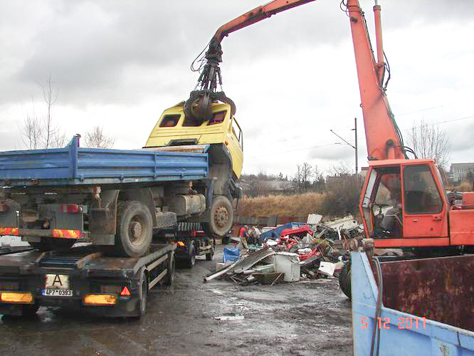Likvidace osobních i nákladních automobilů, zemědělských strojů
